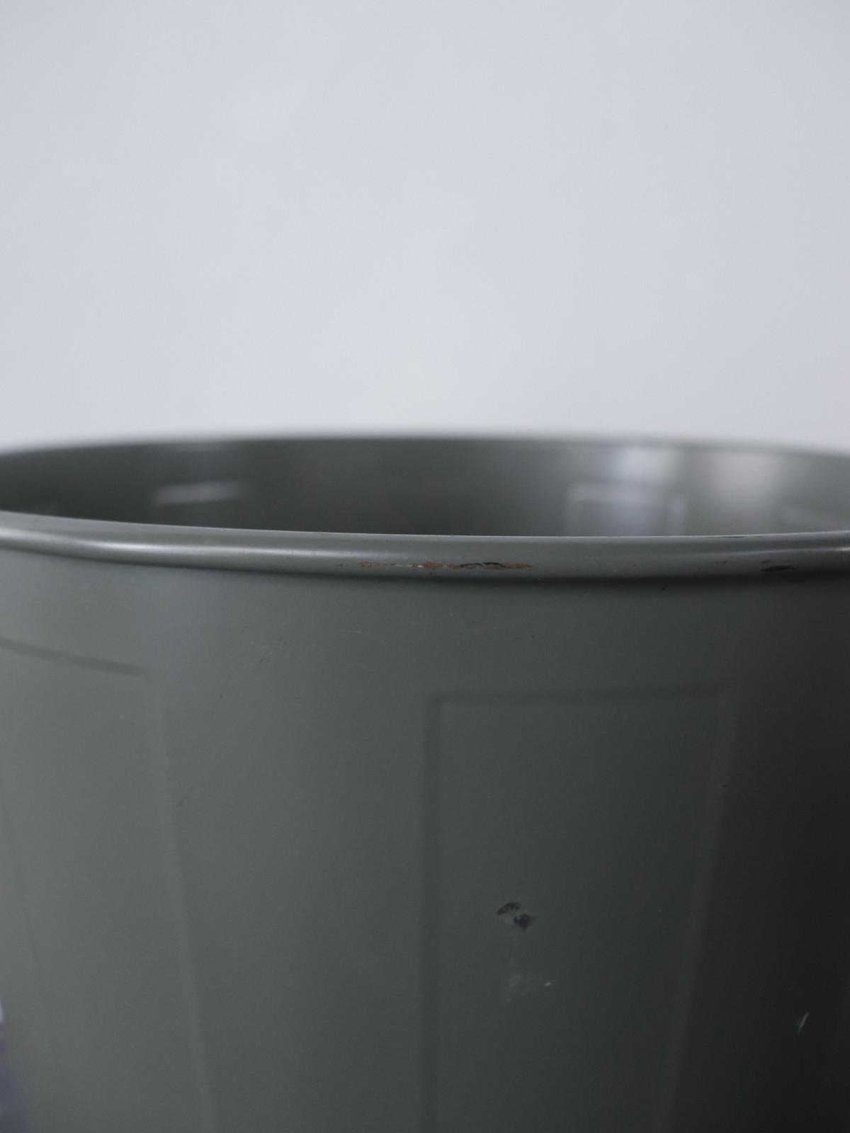 metal,trush can,USA
