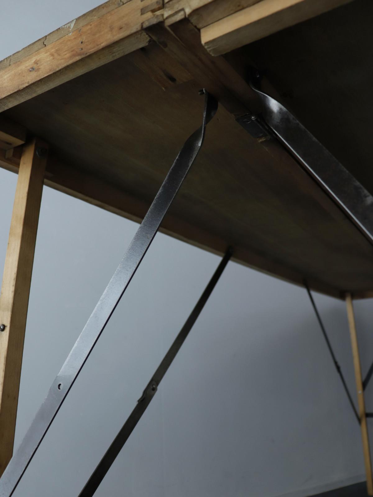 folding,wallpaper table,USA