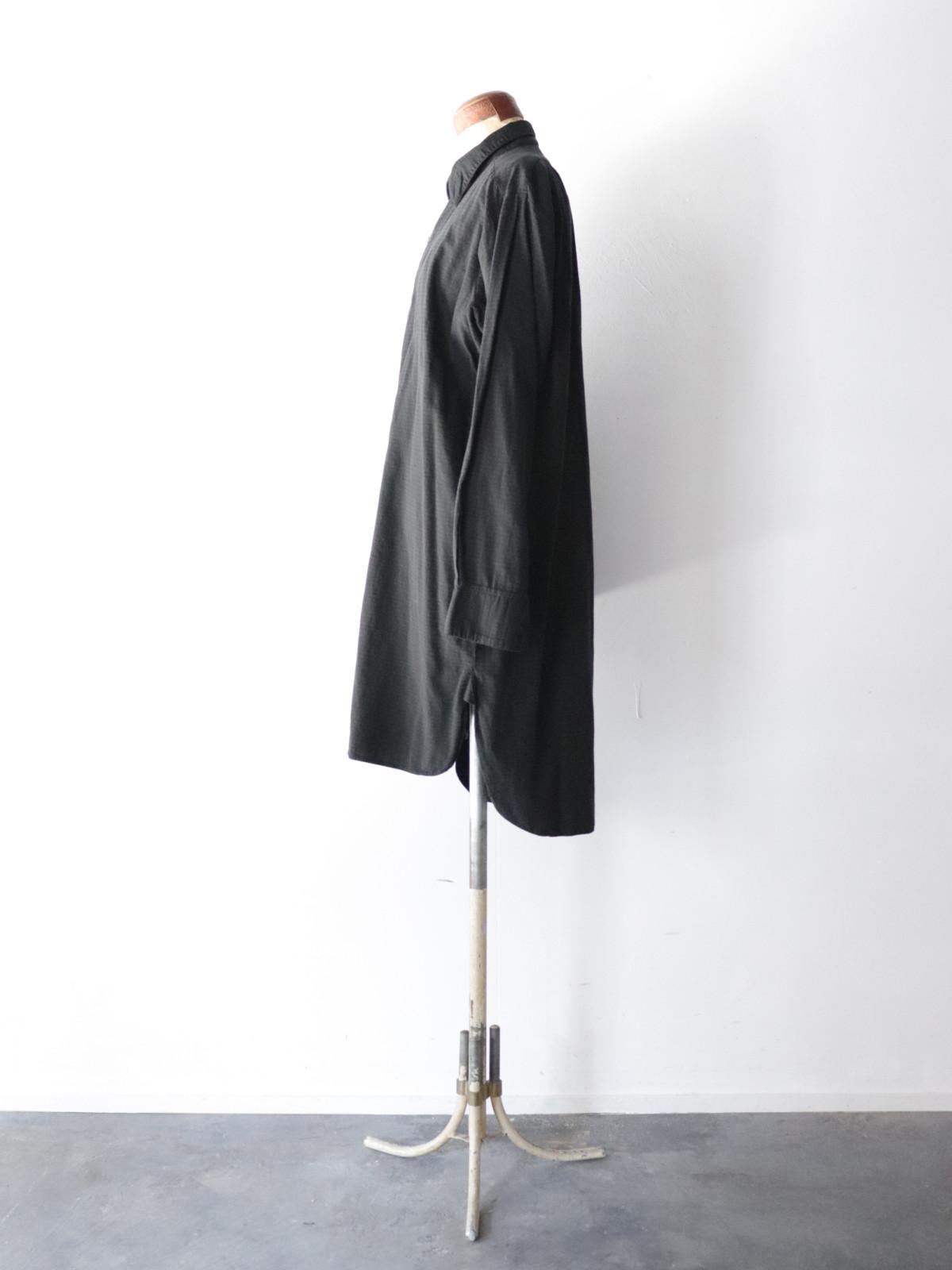 Black-dyed , long shirts, europe