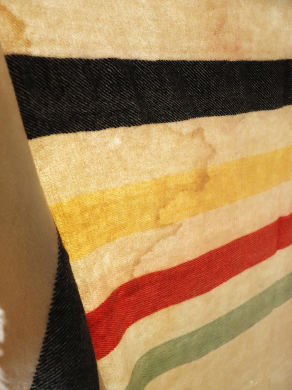 blanket, vintage, usa,damaged,line blanket