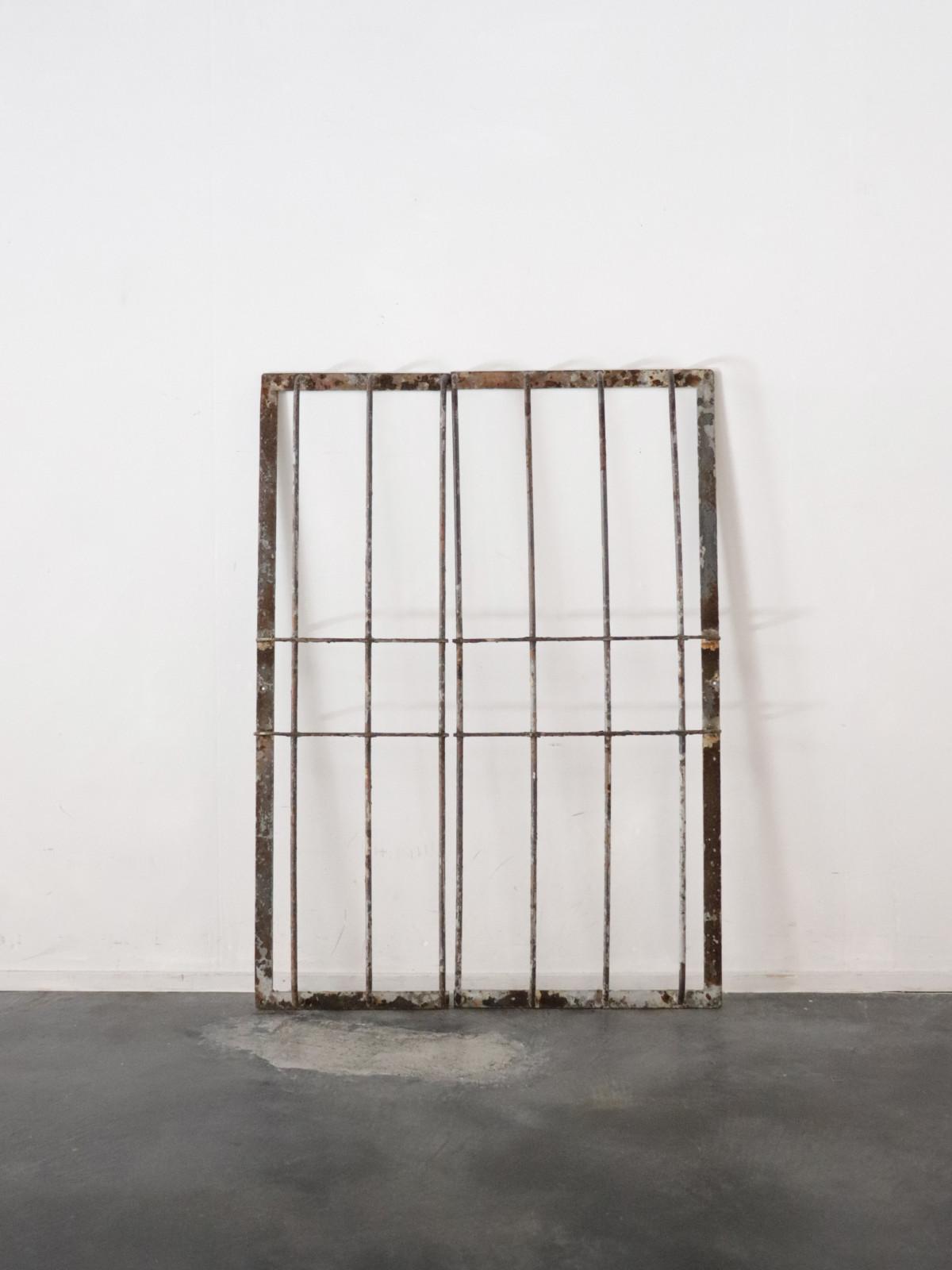 metal window frame,usa,vintage