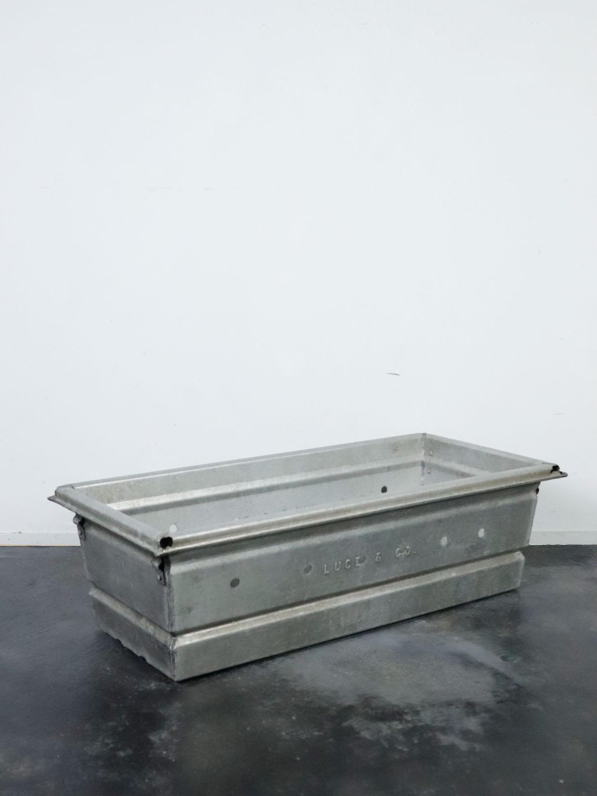 vintage,aluminum crate,usa