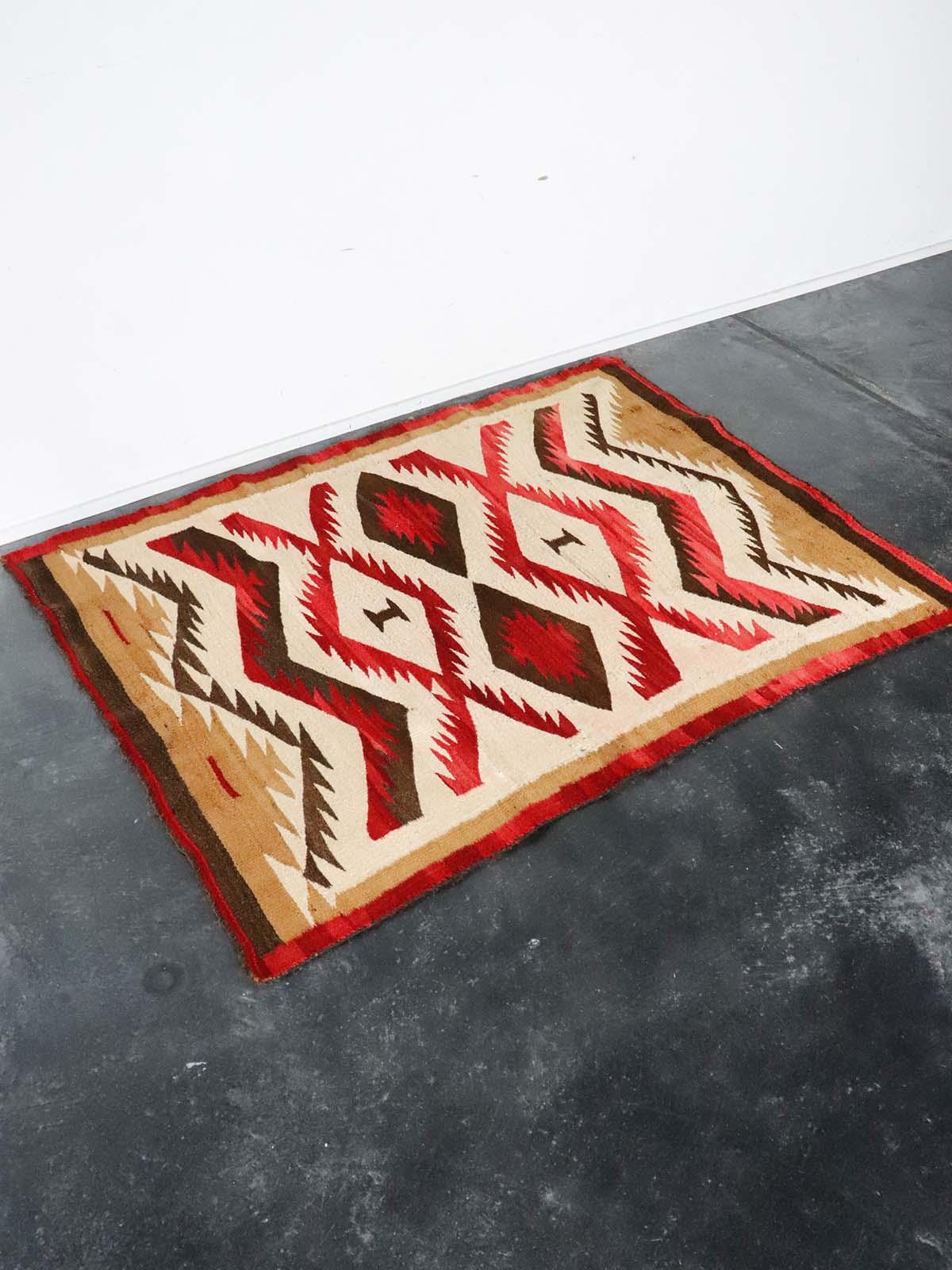 1920's,antique,red mesa,navajo rug,USA